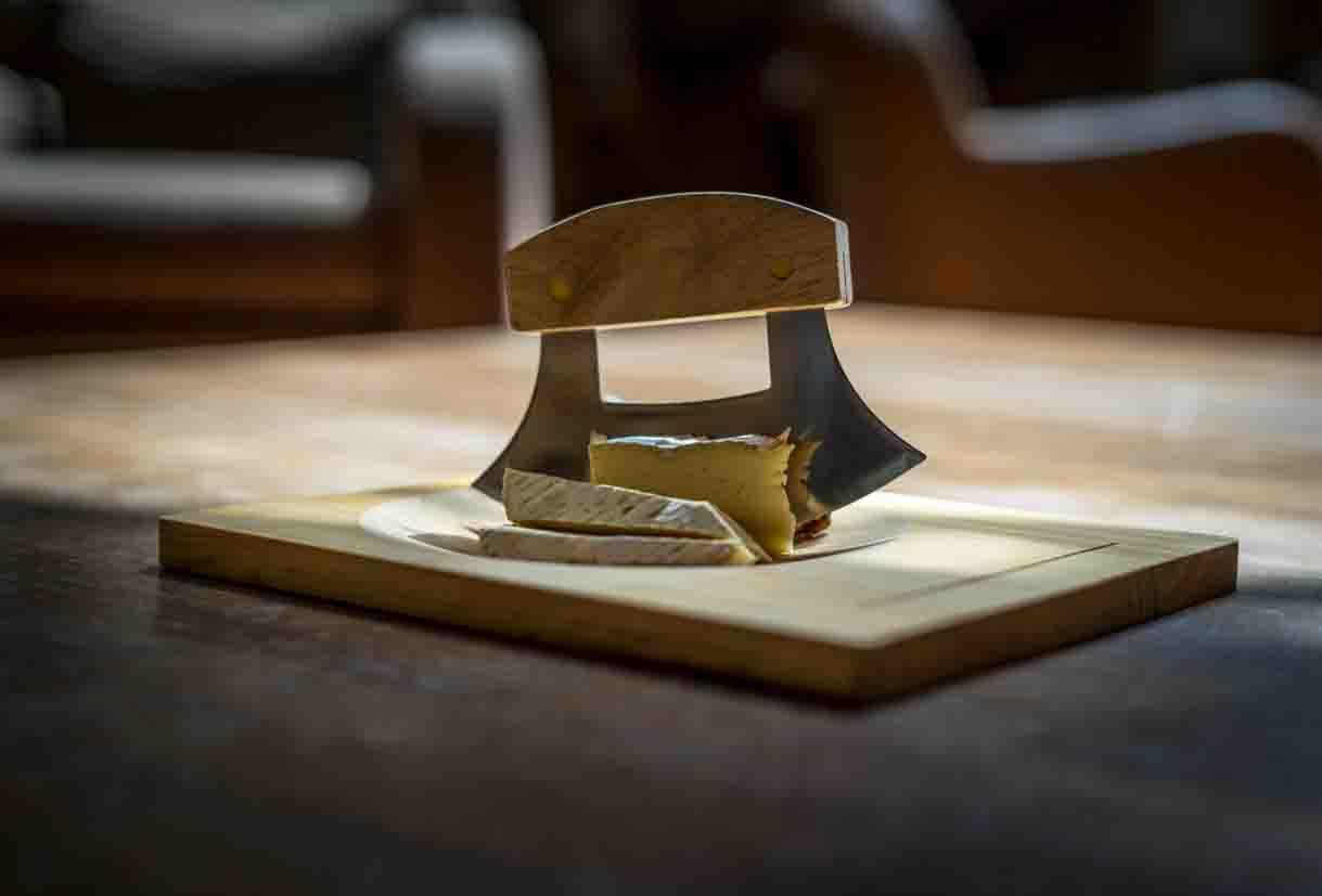 chateau ksara loyalty program gift cheeseboard and knife